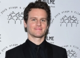 Aktor 'Frozen II' Jonathan Groff Gabung 'The Matrix 4'