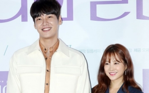 Promosi 'On Your Wedding Day', Kim Young Kwang Terus Goda Park Bo Young Imut