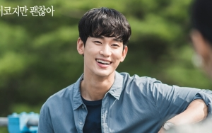 Pose Seksi Kim Soo Hyun di Lokasi Syuting 'It's Okay to Not Be Okay' Jadi Perbincangan