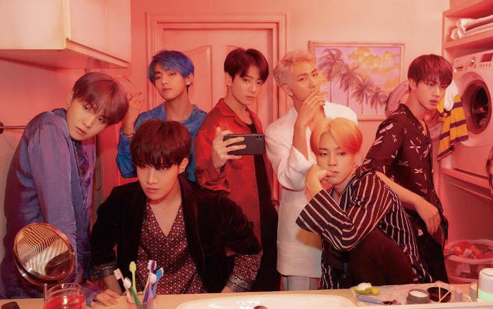 Pada hari Senin (1/4) tengah malam, BTS merilis serangkaian foto konsep untuk album 'Map Of The Soul: Persona'. Dalam unggahan tersebut Big Hit merilis foto dengan 2 versi yang berbeda.
