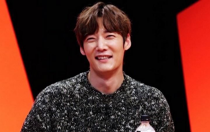 Choi Jin Hyuk menjadi MC spesial di episode terbaru 'My Ugly Duckling'. Ia lantas menjawab ibu-ibu dengan membeberkan alasannya mendapat gelar master ciuman.