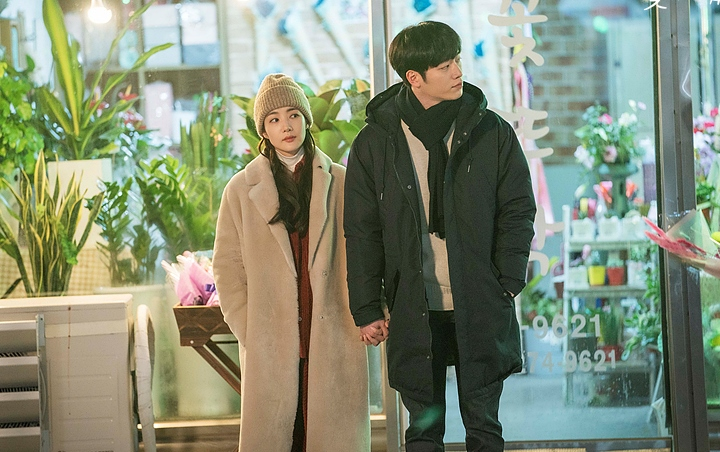 'When the Weather is Fine' Bocorkan Foto Intim Park Min Young dan Seo Kang Joon