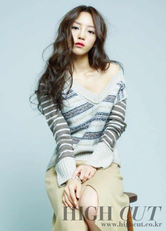 goo-hara-high-cut-magz-2011-02.jpg