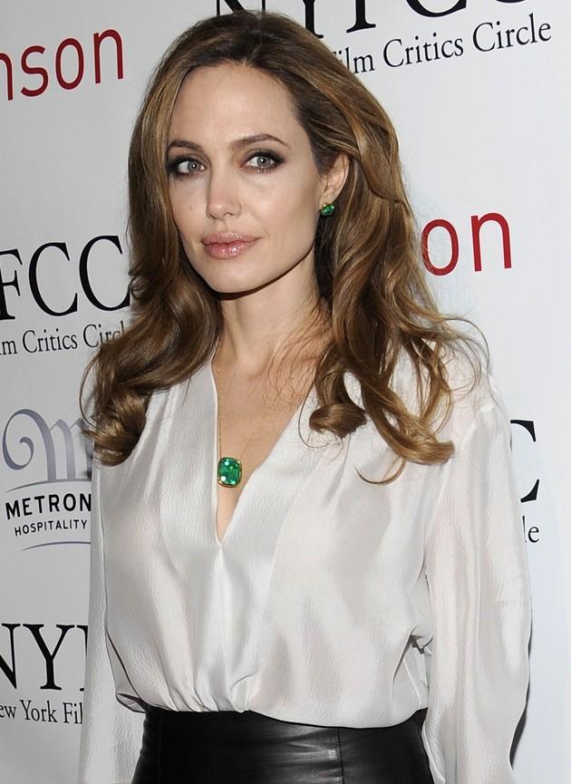 Foto Angelina Jolie Menghadiri 2012 New York Film Critics Ci ...