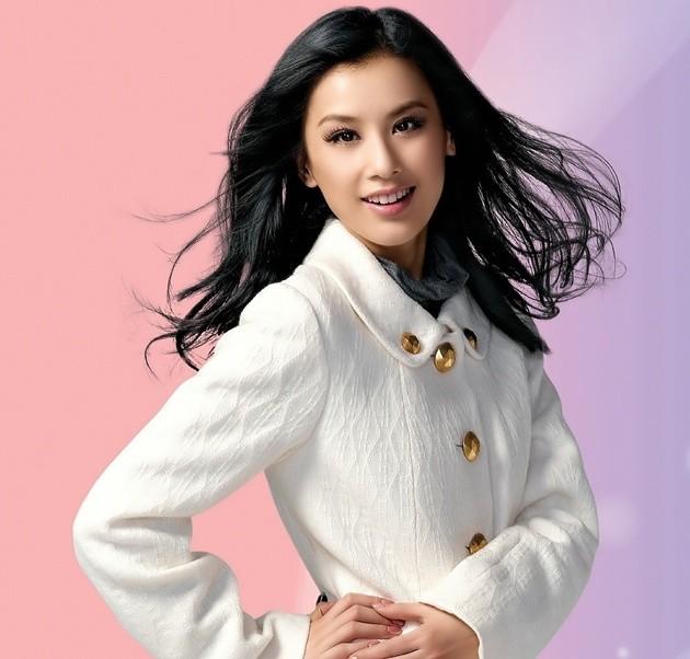 Foto huang shengyi til cantik untuk katalog fashion