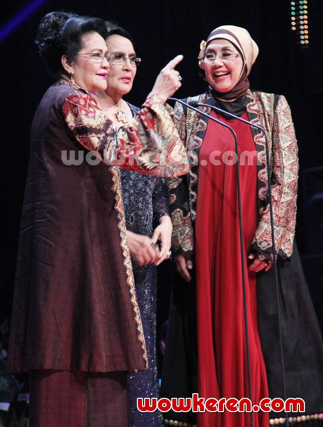 Foto Rina Hasyim, Connie Sutedja dan Nani Wijaya dan Indonesian Movie Awards 2014
