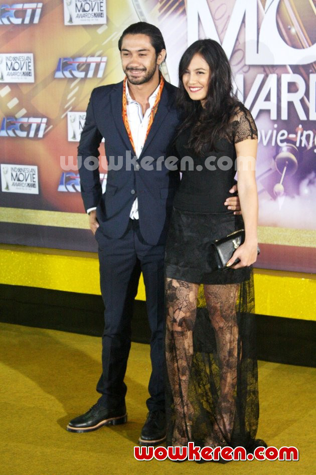 Foto Reza Rahadian dan Pevita Pearce di Red Carpet Indonesian Movie Awards 2014