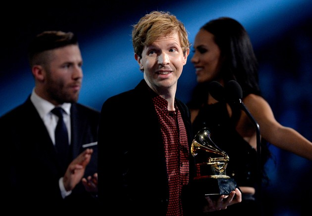 Foto Beck Raih Piala Album of the Year