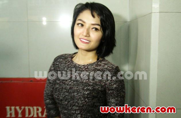 Foto siti badriah di acara launching 39 vcd super ekonomis for Siti di foto