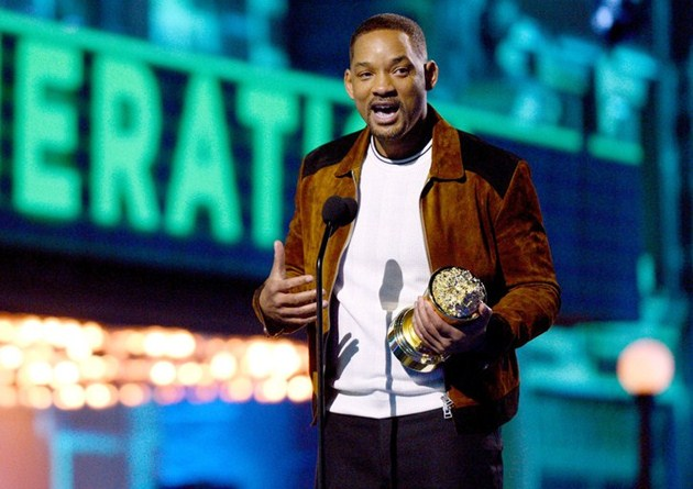 Foto Will Smith Raih Piala Generation Award