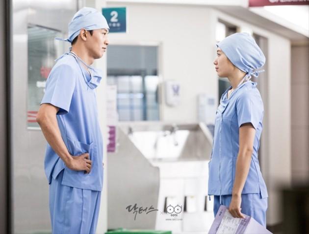 Foto Park Shin Hye dan Kim Rae Won di Drama 'Doctors' - Foto 2 dari 74