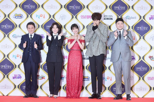 Foto Para Pemeran Web Drama 'The Sound of the Heart' di Red Carpet KBS Entertainment Awards 2016