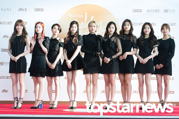 Foto Twice di Red Carpet Hari Pertama Golden Disk Awards 2017