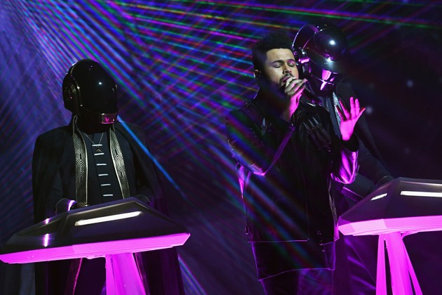 Foto Penampilan The Weeknd dan Daft Punk di Grammy Awards 2017