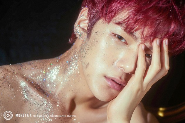 Foto Minhyuk Monsta X di Teaser Album 'The Clan Pt. 2.5: The Final Chapter'