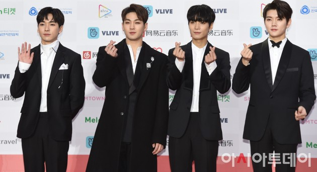 Foto NU'EST W di Red Carpet Gaon Chart Music Awards 2018