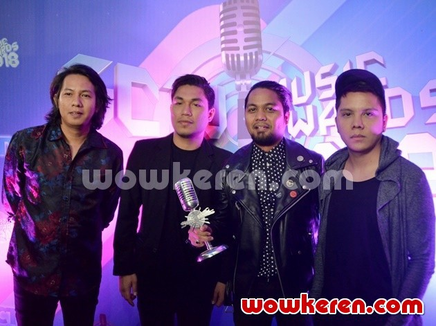 Foto Armada Jadi Group Band Paling Ngetop di SCTV Music Awards 2018