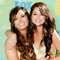 Demi Lovato dan Selena Gomez di Red Carpet Teen Choice Awards 2011