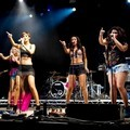 Aksi The Saturdays di acara musik V Festival 2011