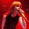Vokalis Paramore, Hayley Williams, di perayaan Fueled By Ramen ke-15