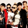 Big Bang dengan Piala di MTV EMA 2011