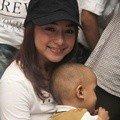 Nikita Willy Berkunjung ke Yayasan Kasih Anak Kanker Indonesia