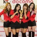 Sistar dengan Trofi di Golden Disk Awards 2012