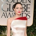 Angelina Jolie di Red Carpet Golden Globes 2012
