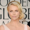 Charlize Theron di Red Carpet Golden Globes 2012