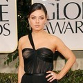 Mila Kunis di Red Carpet Golden Globes 2012