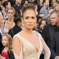 Jennifer Lopez di Red Carpet Oscar 2012