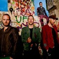 Coldplay di Klip Video Musik 'Every Teardrop is Waterfall'