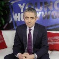 Rowan Atkinson di Young Hollywood Studio