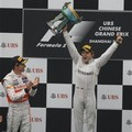 Jenson Button dan Nico Rosberg di Podium GP F1 China 2012