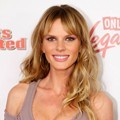 Anne Vyalitsyna Hadir di Club SI Swimsuit