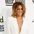 Miley Cyrus Tampil Seksi di Billboard Music Awards 2012
