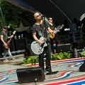 Chris Daughtry Saat Konser di PBS National Memorial Day 2012