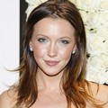 Katie Cassidy di Acara 'The Buzz On The Red Carpet'