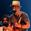Jason Mraz Menyanyikan 'Everything Is Sound' Saat Konser