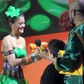 Agnes Monica Menerima Penghargaan Kids' Choice Awards 2012