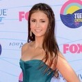 Nina Dobrev Hadir di Teen Choice Awards 2012