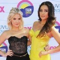 Ashley Benson dan Shay Mitchell Hadir di Teen Choice Awards 2012