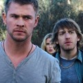 Jesse Williams, Chris Hemsworth, Anna Hutchison, Fran Kranz di Film The Cabin in The Woods