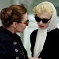Zoe Wanamaker dan Michelle Williams di My Week With Marilyn