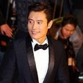 Lee Byung Hun di Red Carpet Busan Film Festival 2012