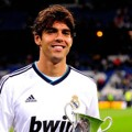 Kaka Mendapatkan Penghargaan The Best Player of The Match