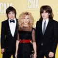 The Band Perry di Red Carpet CMA Awards 2012