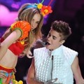 Aksi Justin Bieber di Victoria's Secret Fashion Show 2012
