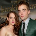 Kristen Stewart dan Robert Pattinson di Black Carpet Premiere 'Breaking Dawn 2'