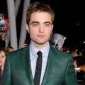 Robert Pattinson di Black Carpet Premiere 'Breaking Dawn 2'